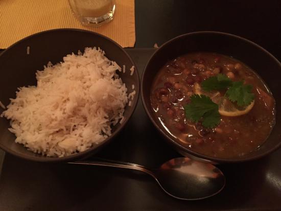 Himalayak Restaurant: Dhal as main