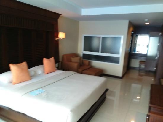 August Suites: Deluxe Room Bedroom Area