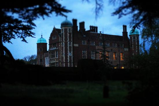 Madingley Hall : After sunset, just before a rain storm