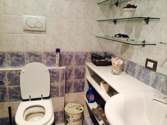 B&B Citta di Giulietta: Shared bathroom