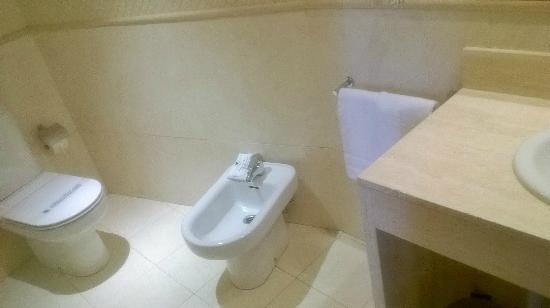 Hotel Pelayo: bagno ampio