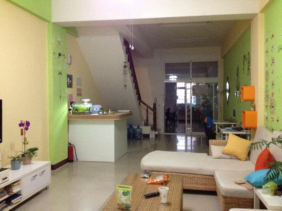 Colorful Taiwan Hostel : Reception and living hall