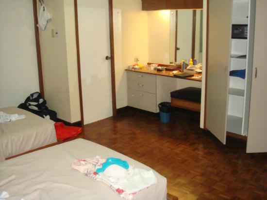 Tropicana Suites: room