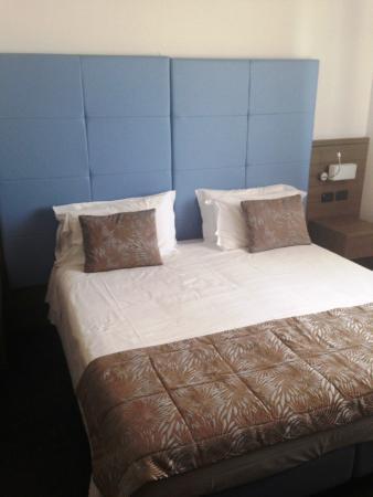 letto matrimoniale king size - Foto di Hotel Lungomare, Cesenatico ...