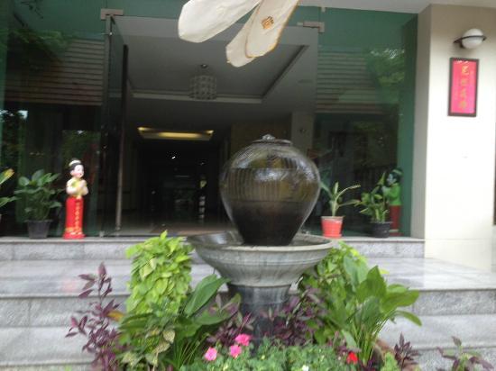 ذا دوم ريزيدنس: Entrance