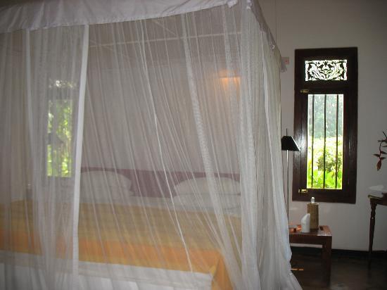 Apa Villa Illuketia: double room with wrought iron beds