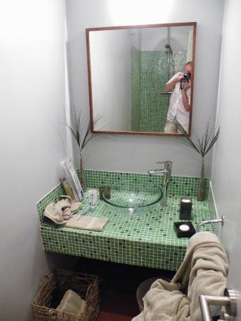 Les Cypres: Bathroom