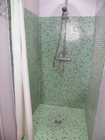 Les Cypres: Bathroom too