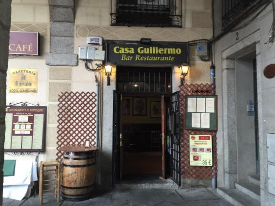 Casa Guillermo: En un rincón de la plaza....