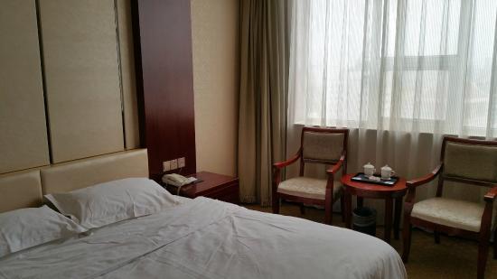 International Hotel Aksu: bedroom