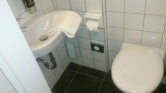 Beethoven Hotel : シャワーのみで、アメニティーはなし