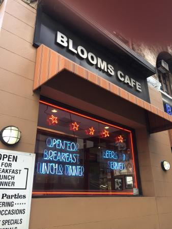 Photo of American Restaurant Blooms Delicatessen & Restaurant at 124 E 40th St, New York, NY 10016, United States