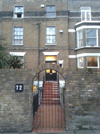 The Notting Hill Guest House: ingresso (no insegne ma n° civico 72)