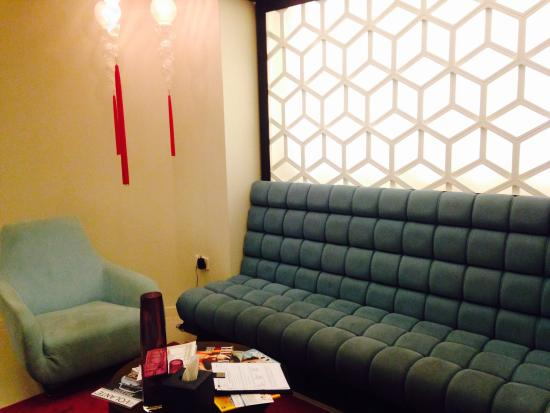 Bliss Spa Doha: Cozy lounge, while waiting for my appointment.