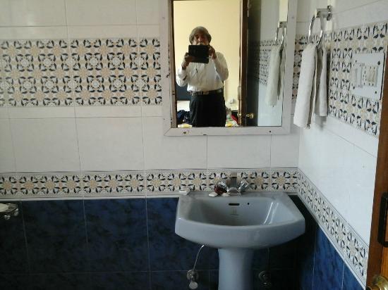 Kunzam Hotel: Bathroom