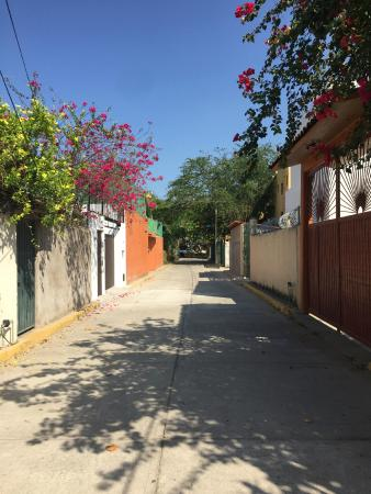 Canto del Mar Hotel & Villas: The Street the Hotel is on
