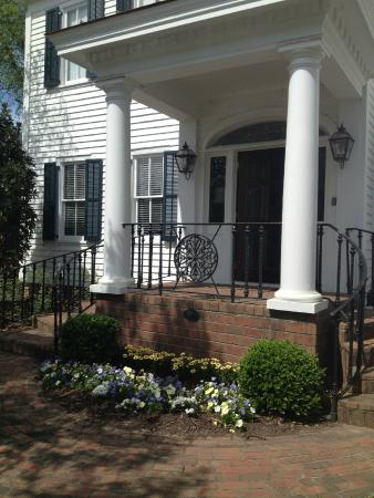 Carriage House Inn: April 2015