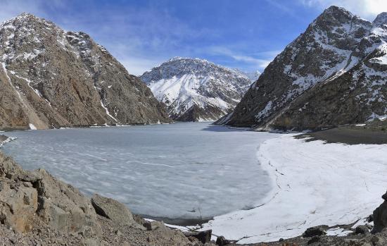 Marguzor, ทาจิกิสถาน: Hazorchashma lake at 2450 m