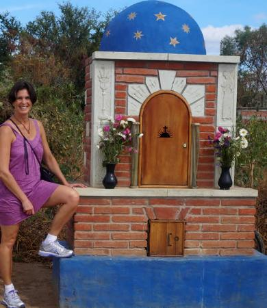 Santa Ana Zegache, Mexique : Two small chapel like edifices frame the entrance to the town and to the church.  Be sure to sto