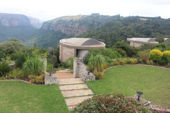 The Gorge Private Lodge Spa Suites Blending Into Surrounds