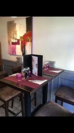 restaurant restaurant la com die dans houdan avec cuisine fran aise. Black Bedroom Furniture Sets. Home Design Ideas