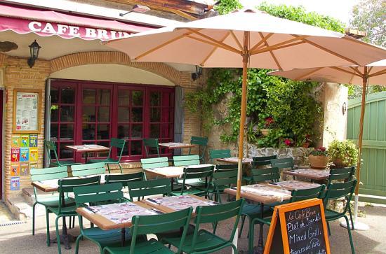 Charmanter Hinterhof Picture Of Cafe Brun Biot Tripadvisor