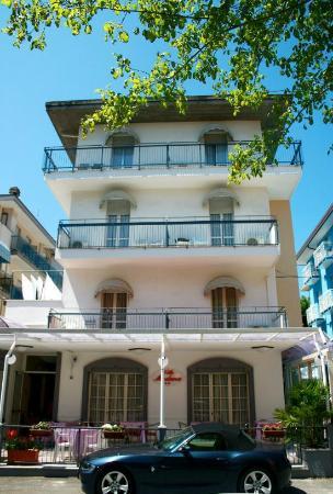 facciata hotel villa madana