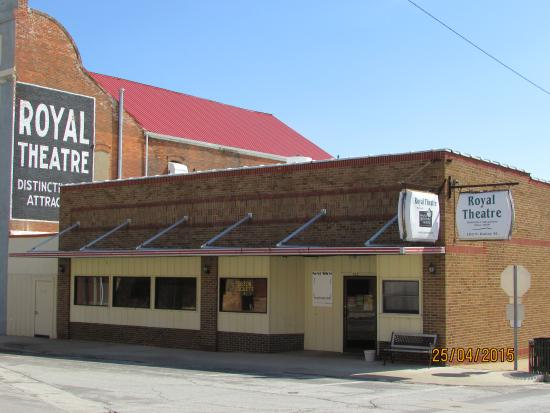 Macon, MO: Maples Rep Theater front entrance