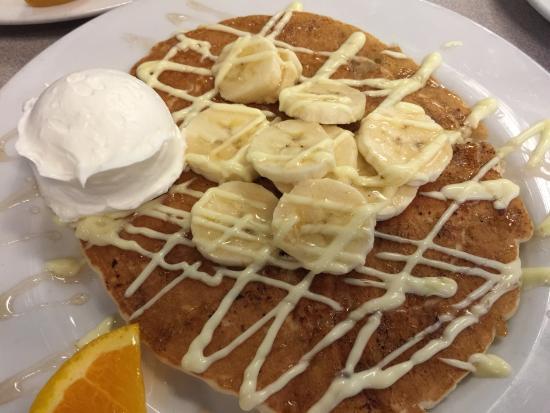 Mallery Street Cafe: Bananas foster pancake