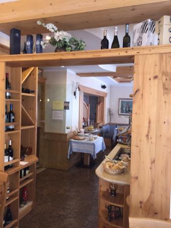 Hotel Wanda: Saletta colazione!! Fabio Cremona (il presidente)