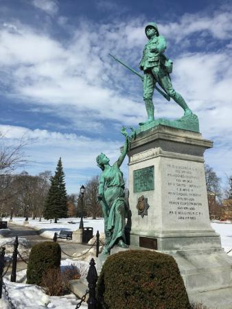 Victoria Park : Monumento