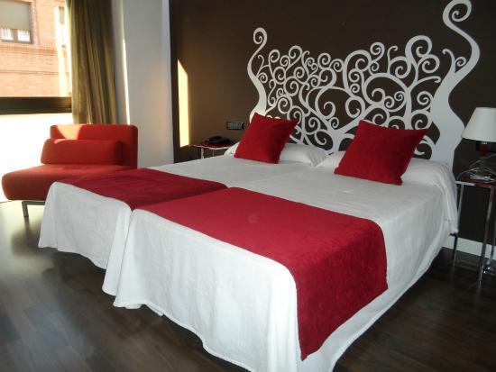 Hotel Teruel Plaza: Habitación a fachada