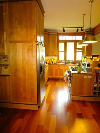 Wylie Lauder House Bed & Breakfast: The spectacular kitchen remodeled by Master's Touch