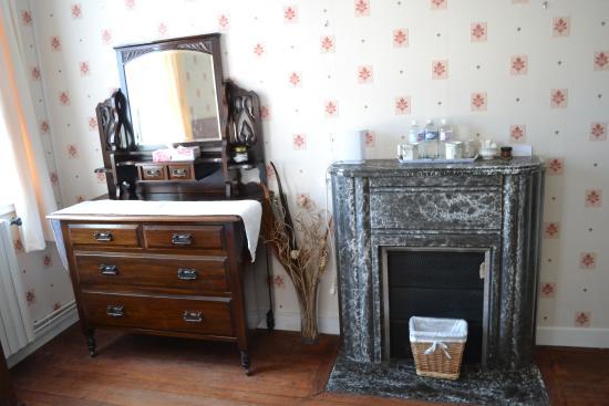 Le Clos Castel : Bureau & Fireplace