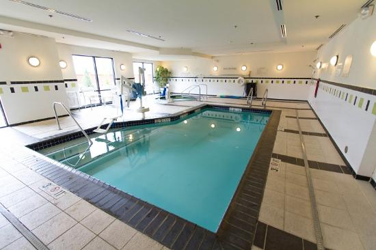 Fairfield Inn & Suites Santa Maria : An indoor pool and whirlpool spa are available for guests