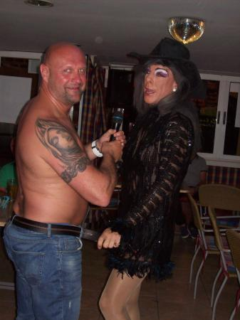 St James Tavern: dusty crack the drag queen