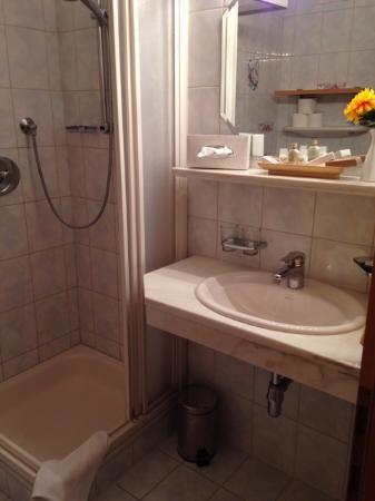 Hotel Lechtaler Hof: Sehr schönes, sauberes Badezimmer!
