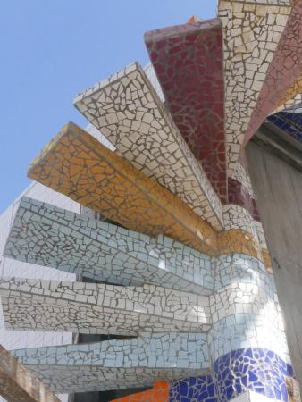 Hotel Casa Sol Isabela: mosaic stairs outside made by Mauricio Cobo