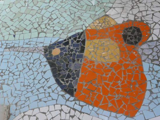 Hotel Casa Sol Isabela: one of Mauricio's mosaics on the path around the hotel