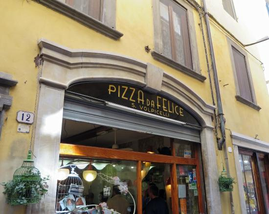 Ext rieur picture of pizzeria da felice lucca tripadvisor for Four pizza exterieur