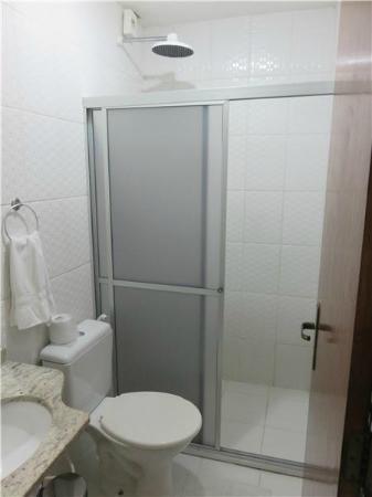 Hotel do Largo: Banheiro, com chuveiro difícil de esquentar