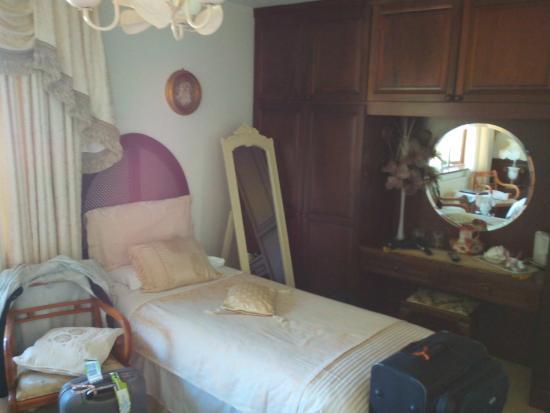 Havens Rest B&B: Lit une place confortable aussi. Bouilloire et thé disponibles.
