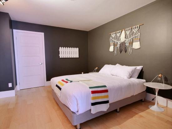 Chambre bedroom picture of les lofts saint joseph for Chambre quebec