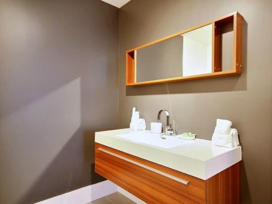 Salle de bain/Bathroom - Picture of Les Lofts Saint-Joseph, Quebec ...