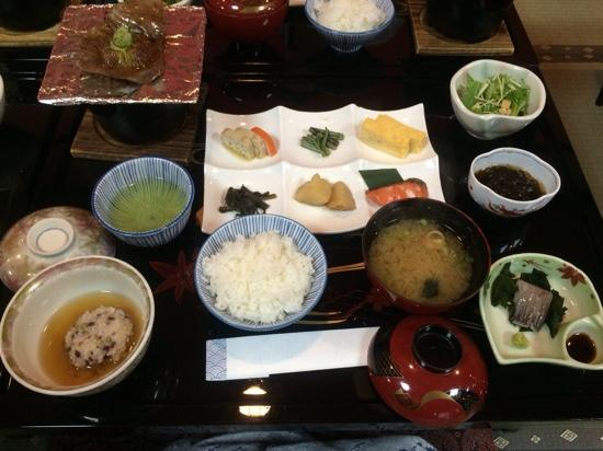 Futarishizuka Hakuun: petit dejeuner traditionnel japonais