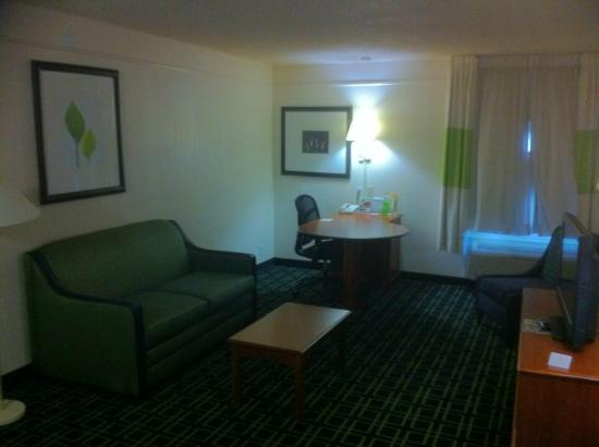 La Quinta Inn & Suites Tulsa Central: suite