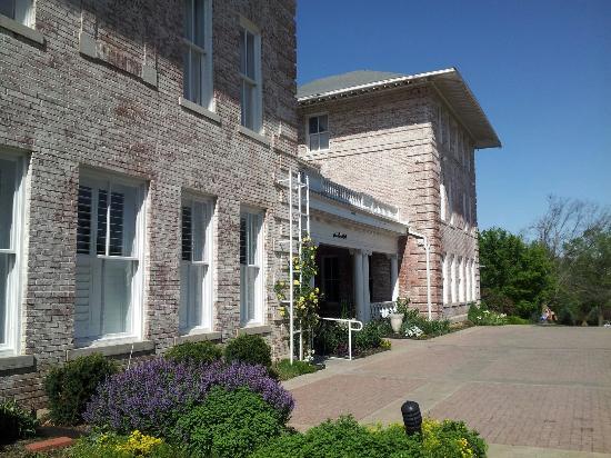 Inn at Carnall Hall