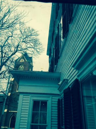Clark Currier Inn: Great view seeing the steeple