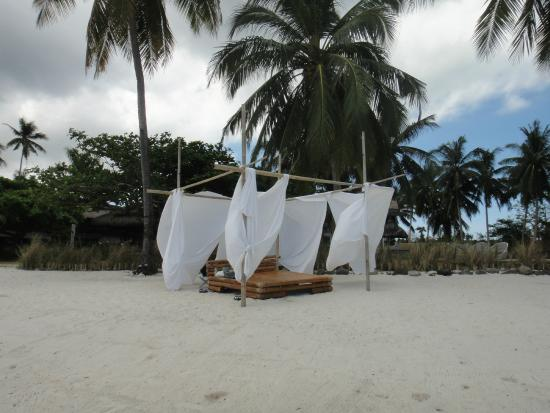 The Ananyana Beach Resort & Spa: Heavenly lounge bed on beach!  Great for watching sunsets!