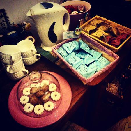 Camere il Giglio: La reception era provvista di ogni cosa: dolciumi, caffè,  ginseng, orzo,infusi,ecc. il tutto a